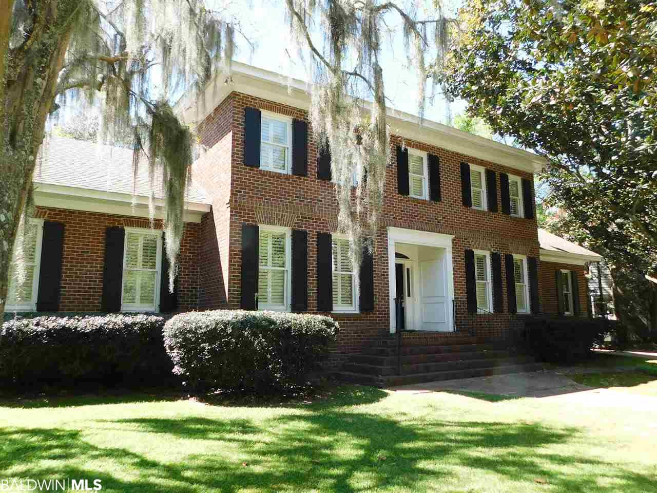 117 Myrtlewood Ln, Mobile, AL 36608