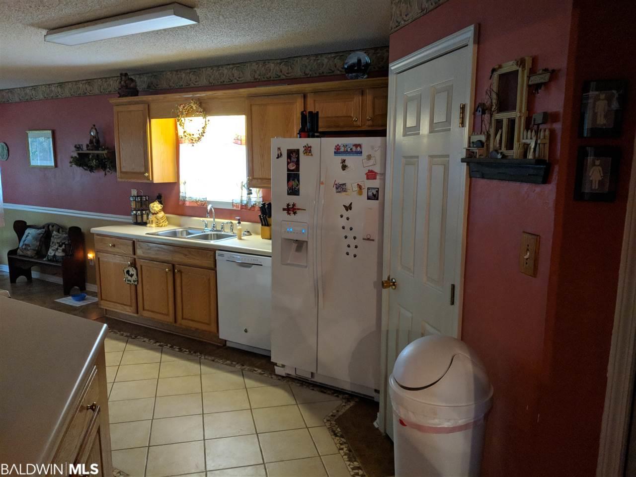 8526 Southern Oaks Ct, Mobile, AL 36695