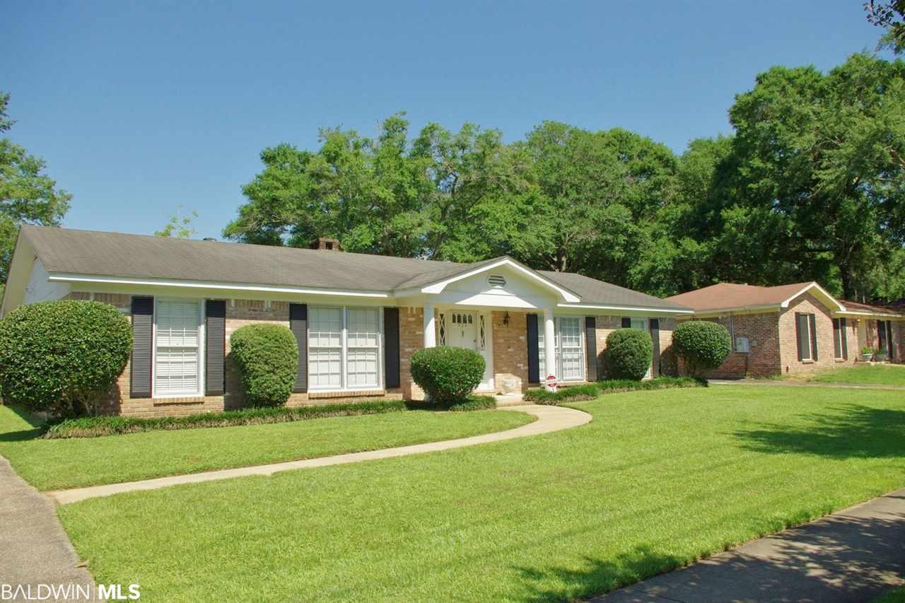 524 Hillcrest Rd, Mobile, AL 36608