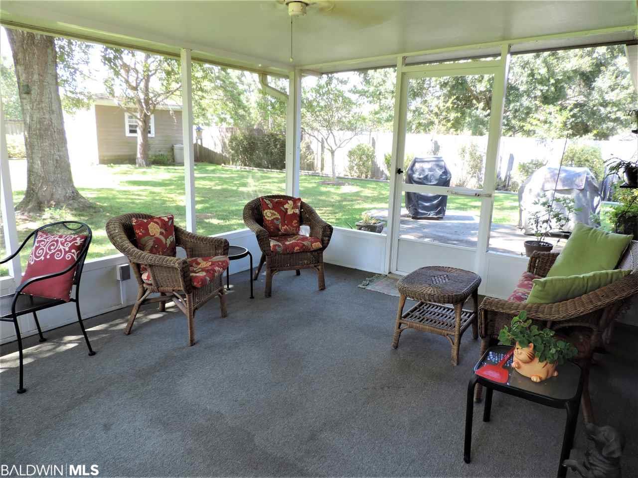 25409 Lakeland Drive, Loxley, AL 36551