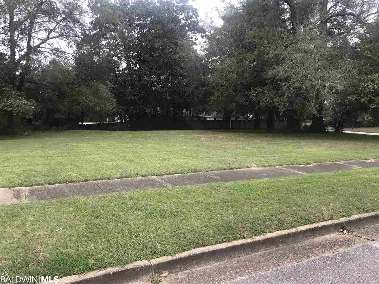24 Spring Oaks Court, Mobile, AL 36609