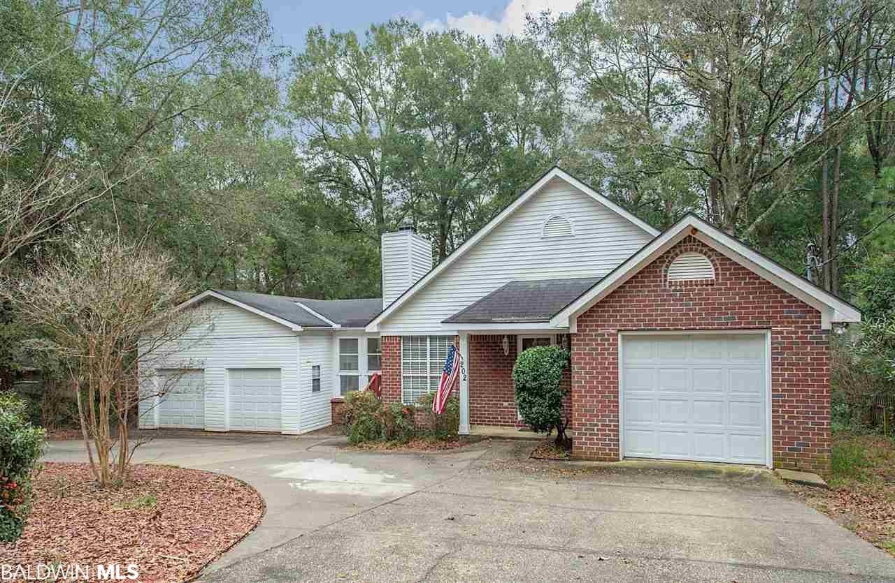 202 Greenbriar Cir, Daphne, AL 36526