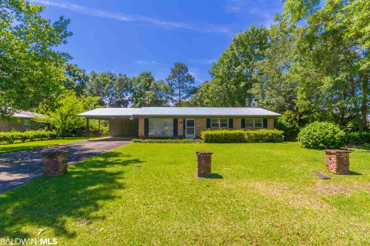 Calling all flippers, fixer-uppers and investors! Ranch style home in need of some TLC available now in the heart of Summerdale. Don't miss out on this great opportunity to own real estate in the fastest growing county in Alabama!