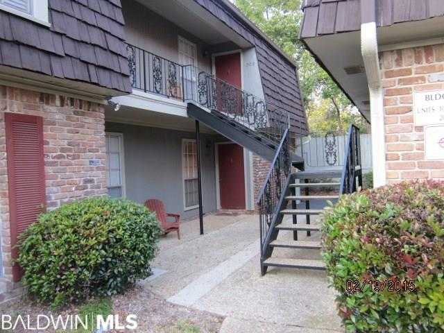 Don't miss out on this condo located directly across the street from the bay and a block away from the Fairhope Pier. Beautifully landscaped courtyard and fountain in common area.