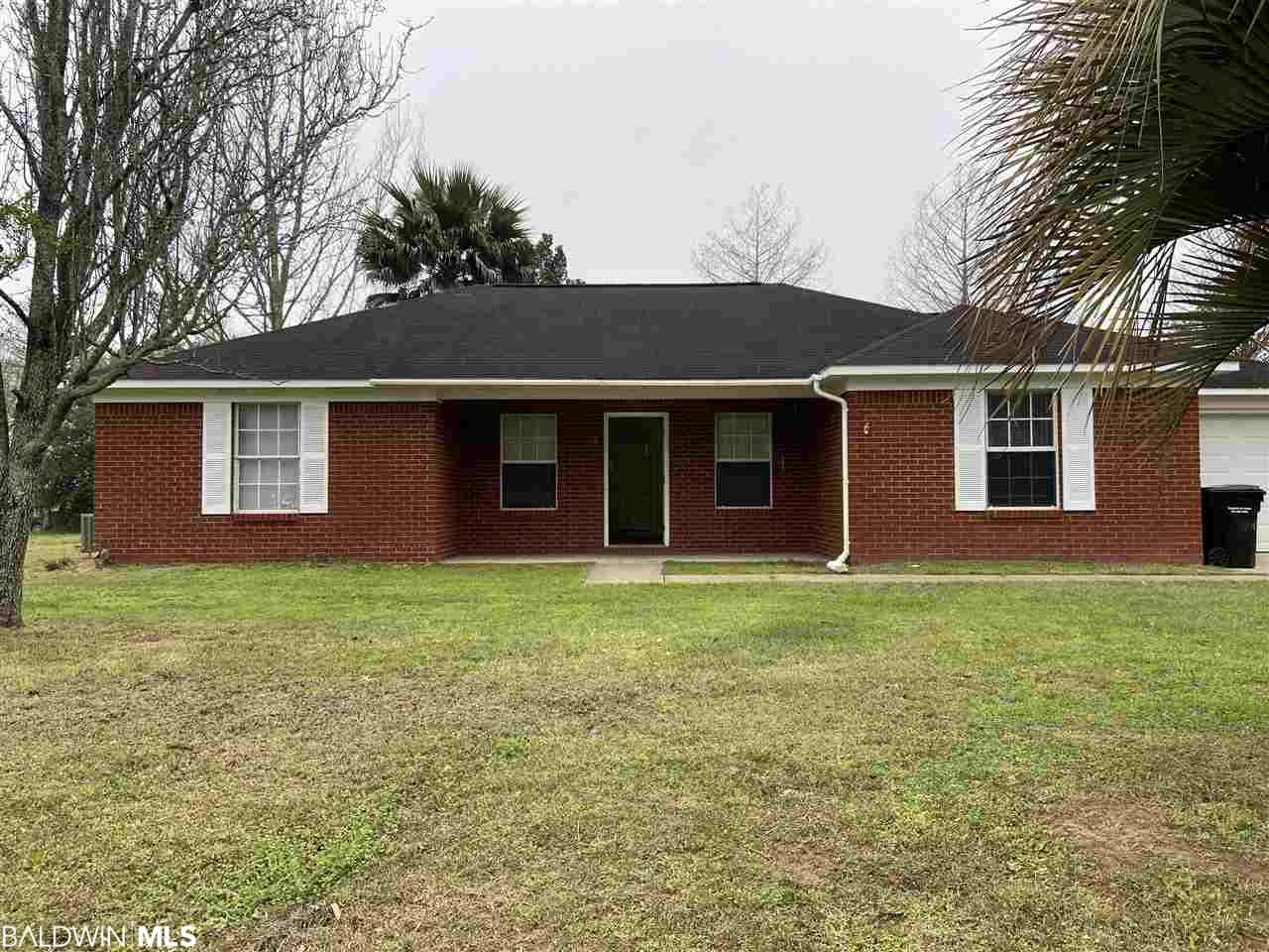 Charming 3/2 with NO HOA DUES! Covenant location close to I-10.The home has a Large yard, fresh paint, updated cabinets in kitchen with granite countertops, stainless steel appliances, high ceilings in the living-room, relaxing master bedroom with new carpet and walk-in closet.