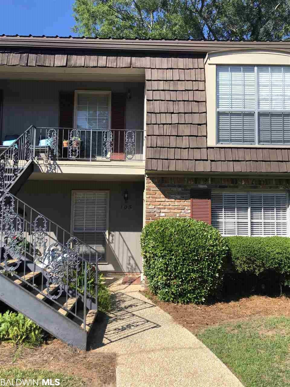 Cute condo with great view of beautiful common area. Close to downtown Fairhope and the Fairhope pier. Great location and move in ready!