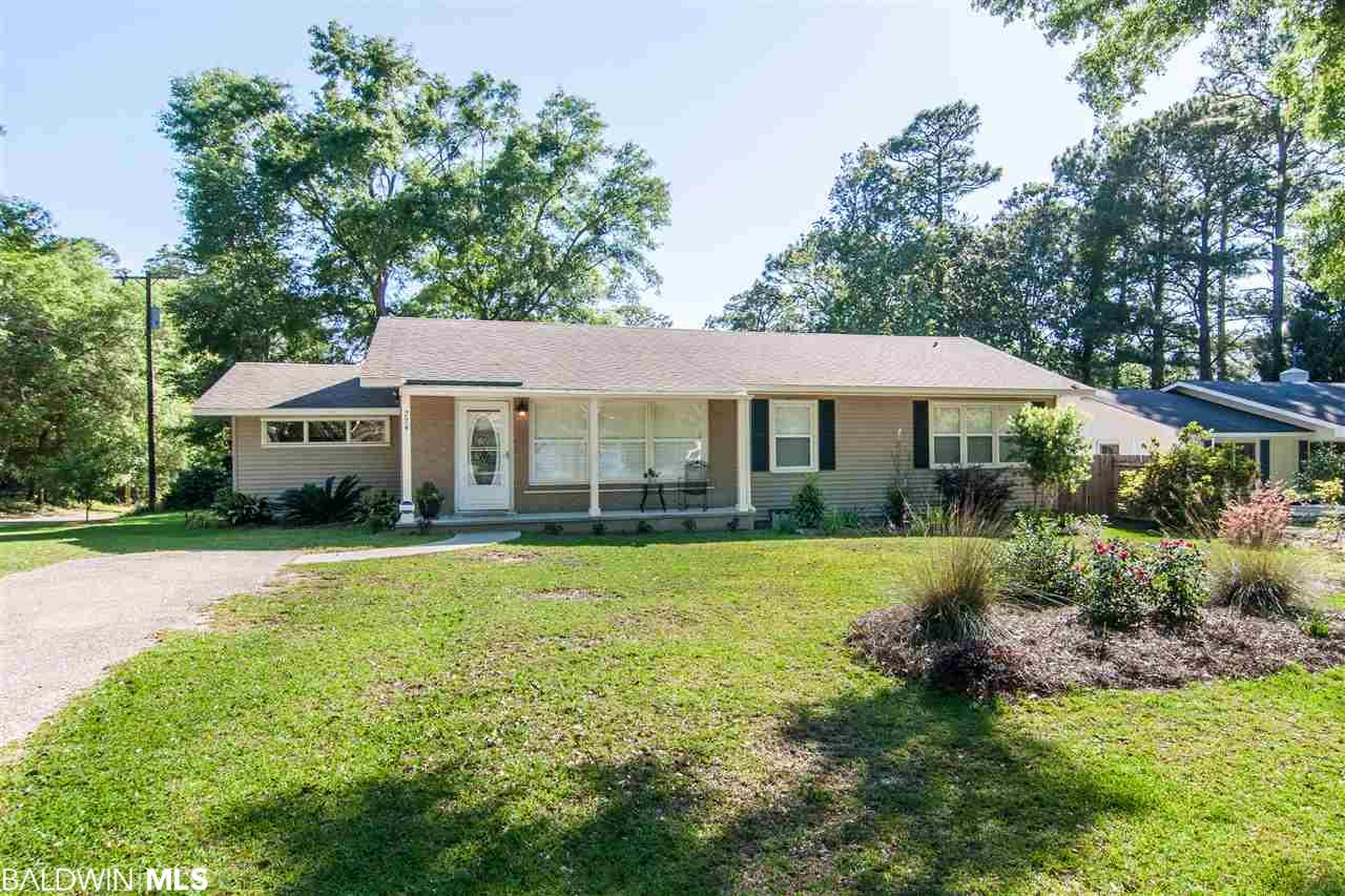 Fruit & Nut district? Check! Oversized corner lot? Check! A short downhill walk to the bay? Check! This cute ranch checks all the boxes! You'll love the gleaming hardwood floors, plantation shutters, large screened porch with a view of the flat back yard and abundance of storage. Separate dining room, breakfast bar, granite counter tops, large utility room, en suite master - this is one you don't want to miss!