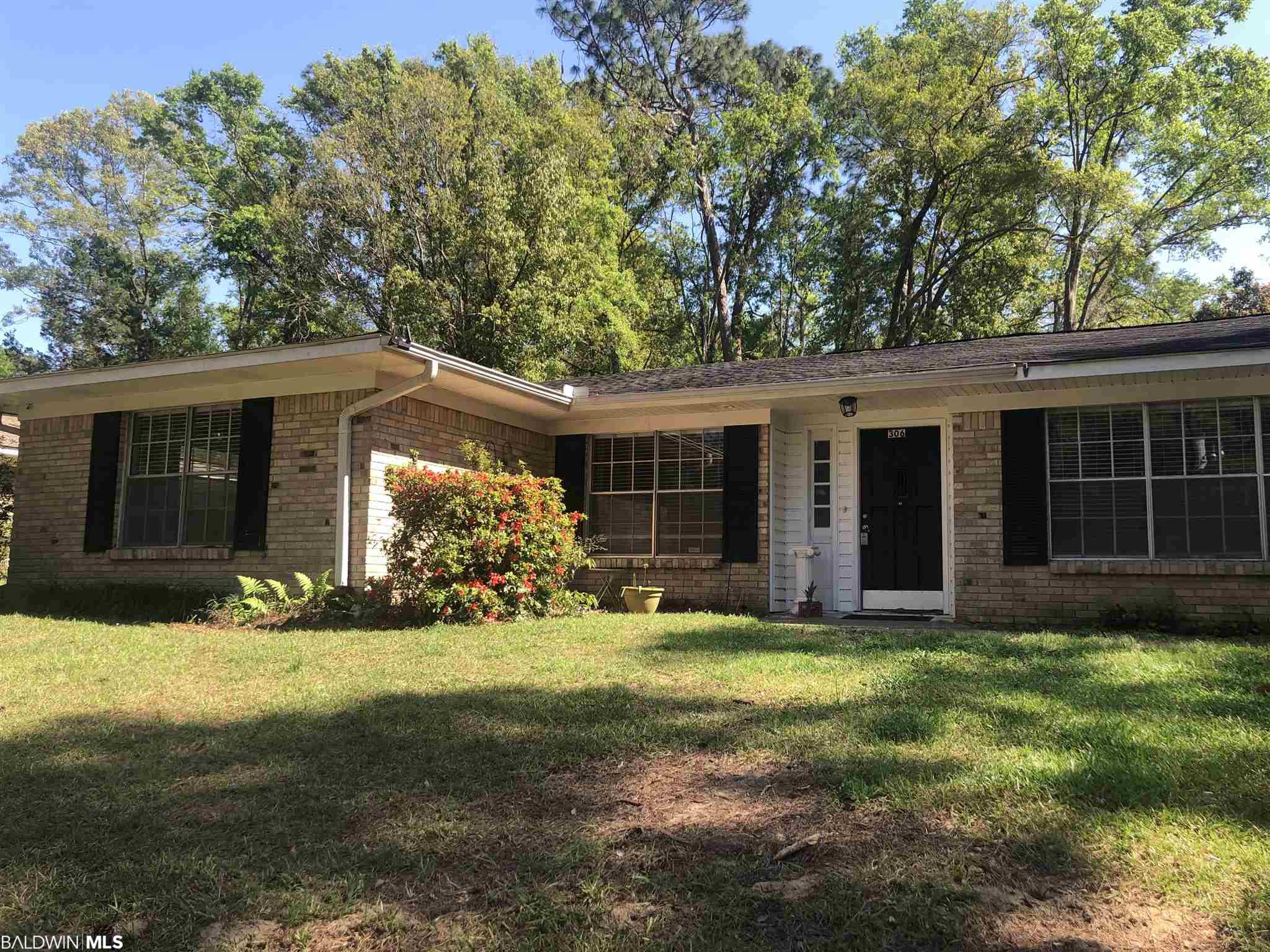 Incredible location that is walkable to schools, shops, restaurants and parks in downtown Fairhope. 4 Bedrooms and 2 baths with traditional ranch style layout.