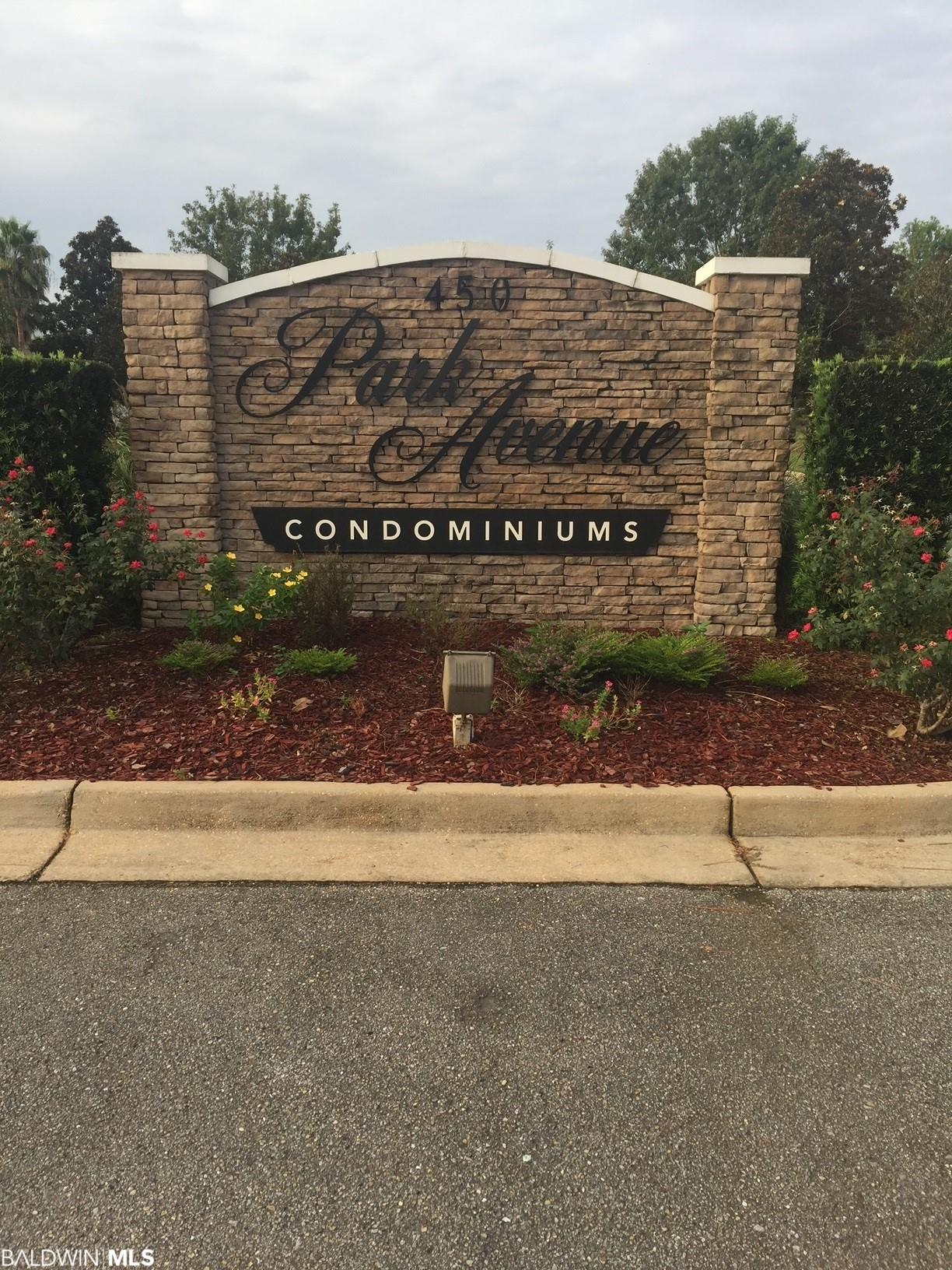 Ground floor, 3 bedroom unit at Park Avenue Condos in Foley.  Great location close to grocery stores, restaurants, shopping, parks...not to mention located approximately 12 miles away from the beautiful beaches on Alabama's Gulf Coast!