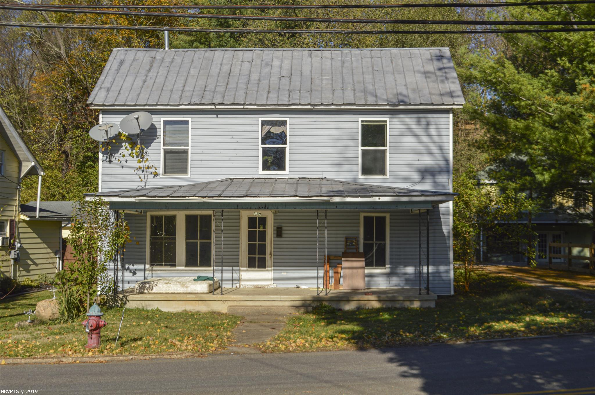 1900's style farmhouse with tons of charm. Within walking distance of local dining and shopping. Beautiful staircase. Perfect fixer upper opportunity! With a little TLC you can bring this classic back to life and make it your own.