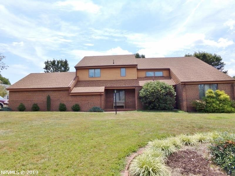 Amazing, Custom-built Contemporary home on 4+ acres. Beautiful view of Angel's Rest Mountain. Lovely Hardwood floors throughout. Formal sunken Living RM. Great Family RM w/brick hearth/woodstove, built-in entertainment center & large windows provide lots of natural light! Great Kitchen w/tile backsplash, island, pantry, cherry cabinets & more! Large Laundry on main. Master Bedroom has two walk-in closets and French doors leading to adjoining Study. Two heat pumps. Att Double Garage w/concrete circular drive. Two nice storage rooms. Passive Solar design. This home is a must see!!