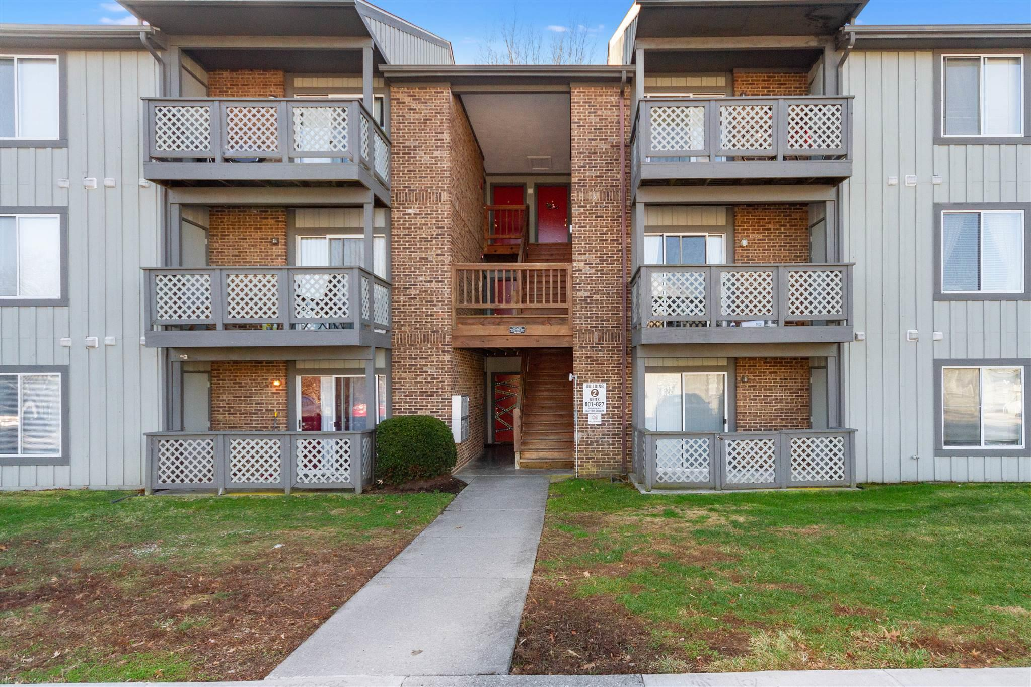 Immaculate 3 bedroom Condo in University Place.  Excellent investment opportunity or perfect for a student at Virginia Tech.  Walking distance to campus, shopping and more. Will not last long, call for an appointment today! Owner pays utilities.