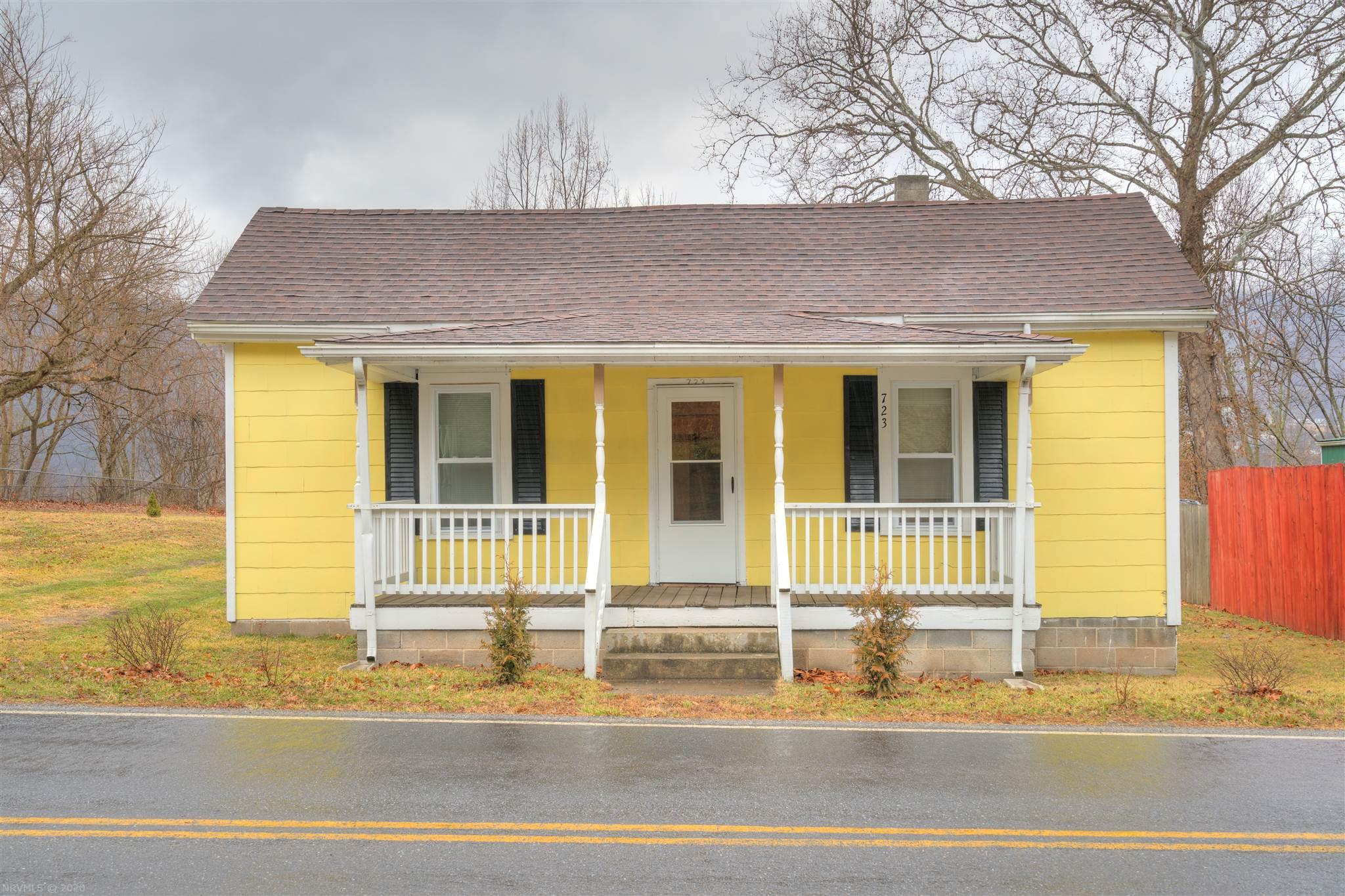 This Beautiful Bungalow home is offered with not one lot, but TWO. Perfectly placed just moments away from river front on Main St. in Narrows. This is equipped with 2 bedrooms and 1 bath, also a family room that could be repurposed as a 3rd bedroom. New paint inside and outside and a 8' privacy fences on both sides. Also a 12 x 8 shed equipped with shelves, perfect for large landscaping supplies. Be the first to use the brand new Water Heater and Washer-Dryer from this precious home.Don't hesitate, call and make an appointment today!