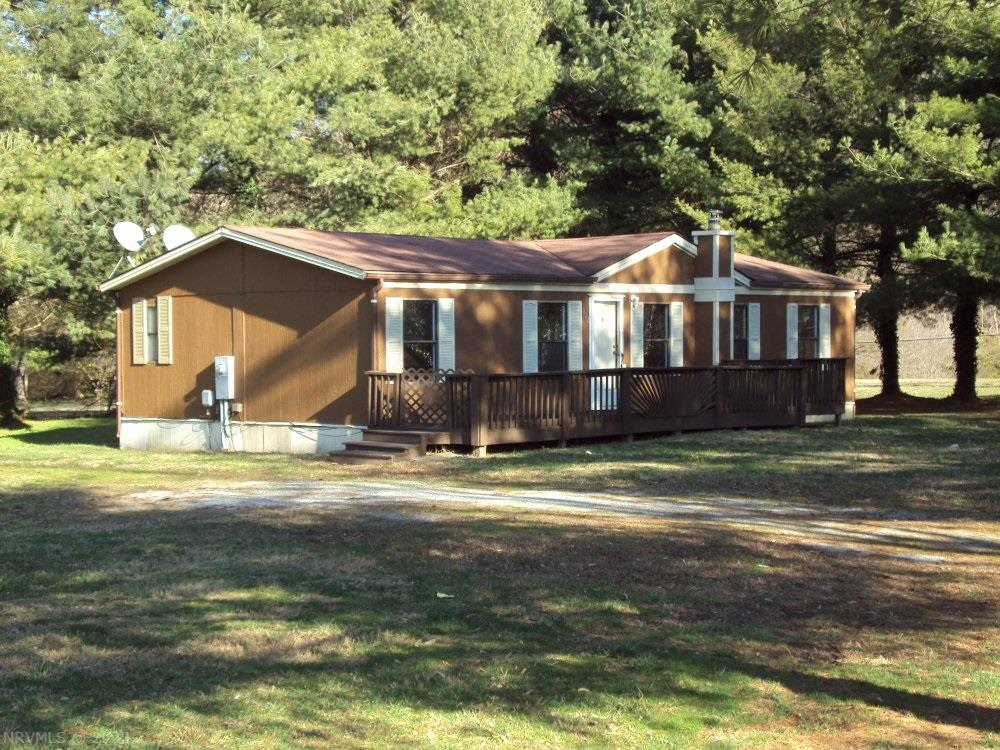 Excellent starter home or rental property. Nice double wide all new carpeting and paint thoughout.  Quiet location with views of the mountains in the neghborhood.  Convenient location between Christiansburg and Roanoke.