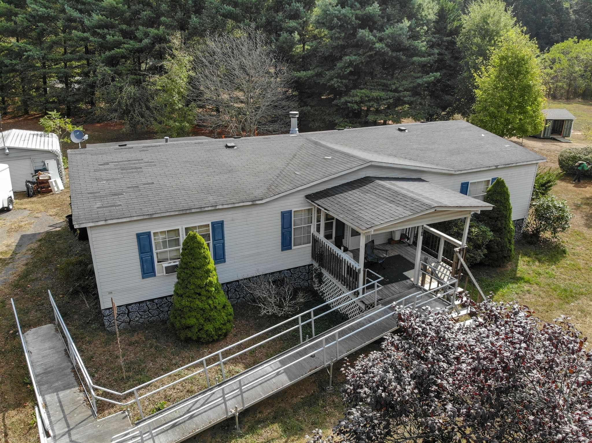 Nice double wide on a large lot. Open floor plan. Close to Pearisburg, Blacksburg and Princeton. This would be a great area for those looking to get away from the hustle of a busy life. Giles County offers so much for the outdoor enthusiast. Make plans to see today.