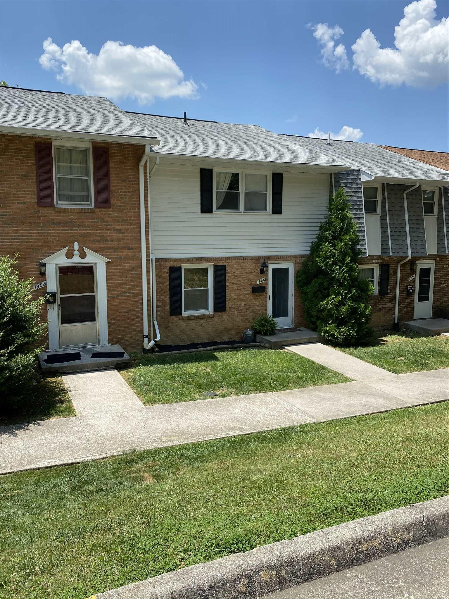Three level Townhome, Near Town Park and And BT. Rented through June 1st. 2021.  Contract Subject to Seller's ability to do a 1031 Exchange.  Text or Email tenants.  24 hr notice required.  Check agent remarks for tenant info. COVD-19 Regulations Apply. All Parties to wear Mask, Gloves, Shoe covering will be provided.  Please maintain a property preview time allocation of 15 min or less.  Careful not to let cats out.  One dog will be loose in unit.  Dog is deaf.