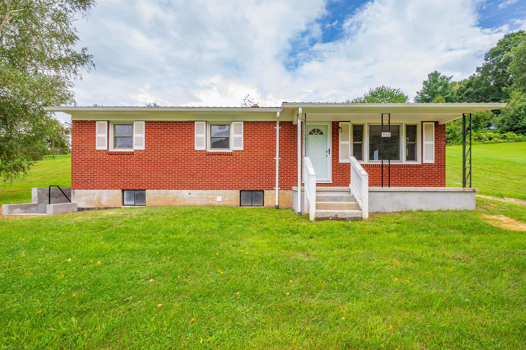 This home is MOVE IN READY! Lots of updates. The kitchen has been remodeled, newer bathroom including tile, hardwood floors, and a big backyard for outdoor fun.