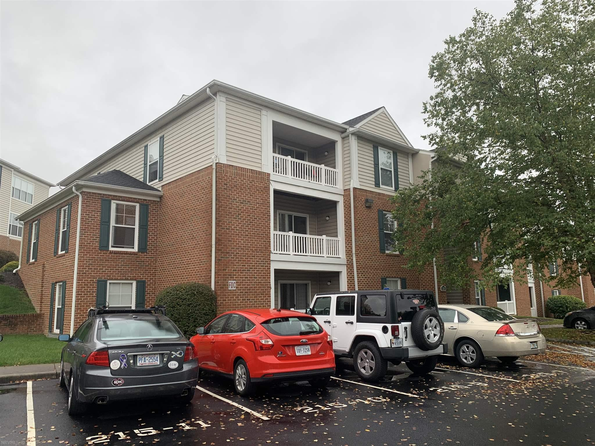 Highly desirable two bedroom two bathroom Knollwood condo in pristine condition being offered for the first time by the original developer. This unit is in very close proximity to the VT Corporate Research Center and across the street from VCOM. This is the opportunity you've been waiting for!  Currently leased through July 2021.