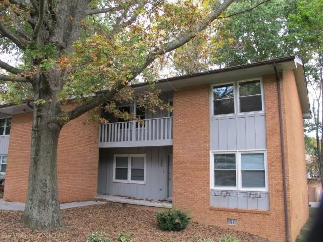 This 3 bedroom 1 bath condo would make an excellent investment property. All appliances are included.  Close to bus route.