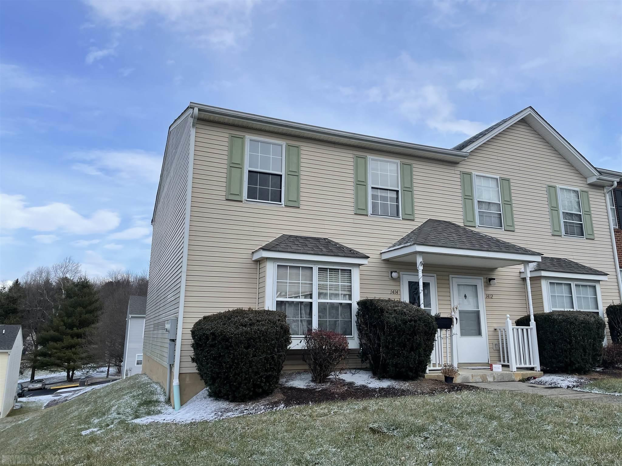 This 4 bedrooms, 2.5 bathrooms, home is great for anyone looking for supplemental income or just a place close to Virginia Tech. The main floor offers an open floor plan with room for entertainment.  Or entertain in the kitchen with the passthrough window into the dining room and kitchen.  Use the chalkboard to leave messages for other house guests or to remind yourself of an important task.