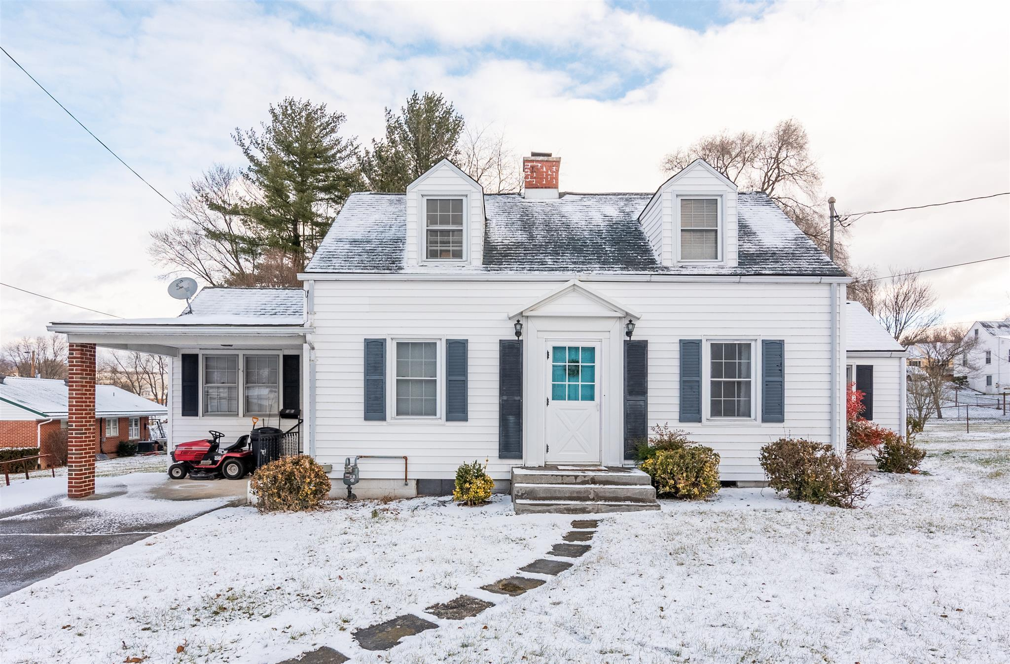 Lovely Cape Cod home located within the Fort Branch Subdivision. This well maintained three bedroom and two full bath property is move in ready! Entertain in the spacious living room and sunroom. Optimally located near the golf course, pool and park.