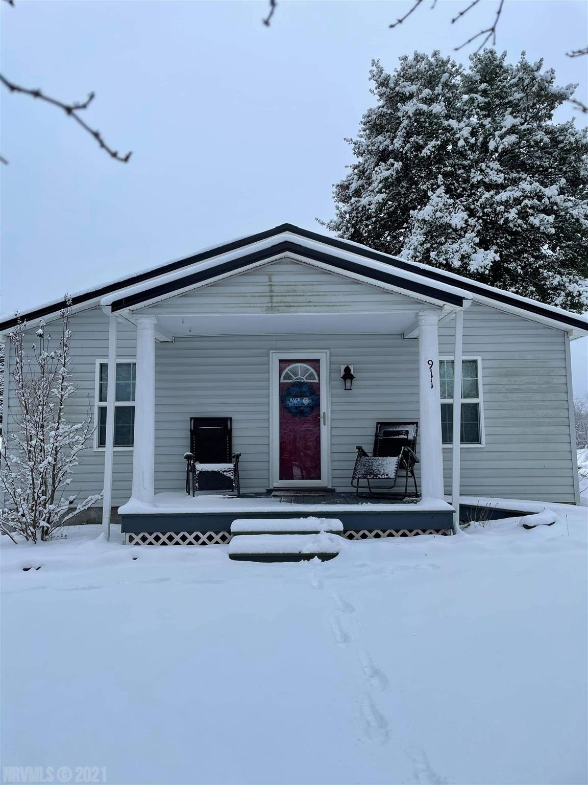 Are you looking for a nice 3 bedroom 2 bath house in Radford, here you go. Conveniently located and minutes to anything you could need! It has tons of charm and is located on a corner lot! Hurry and schedule a showing this one definitely won't last!!