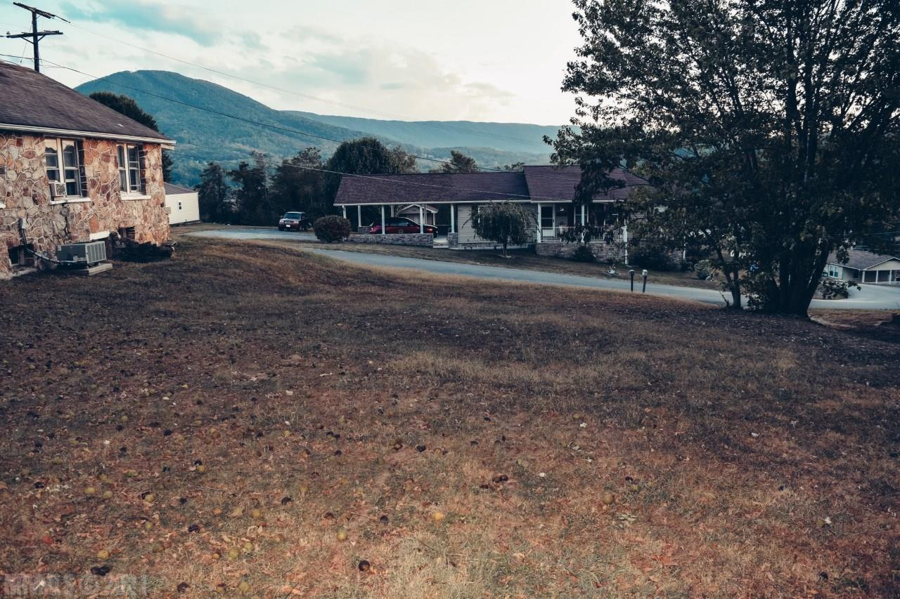 Great lot to build a home or investment property! Beautiful view of the mountains and convenient to 460, downtown Narrows, and the Appalachian Trail.