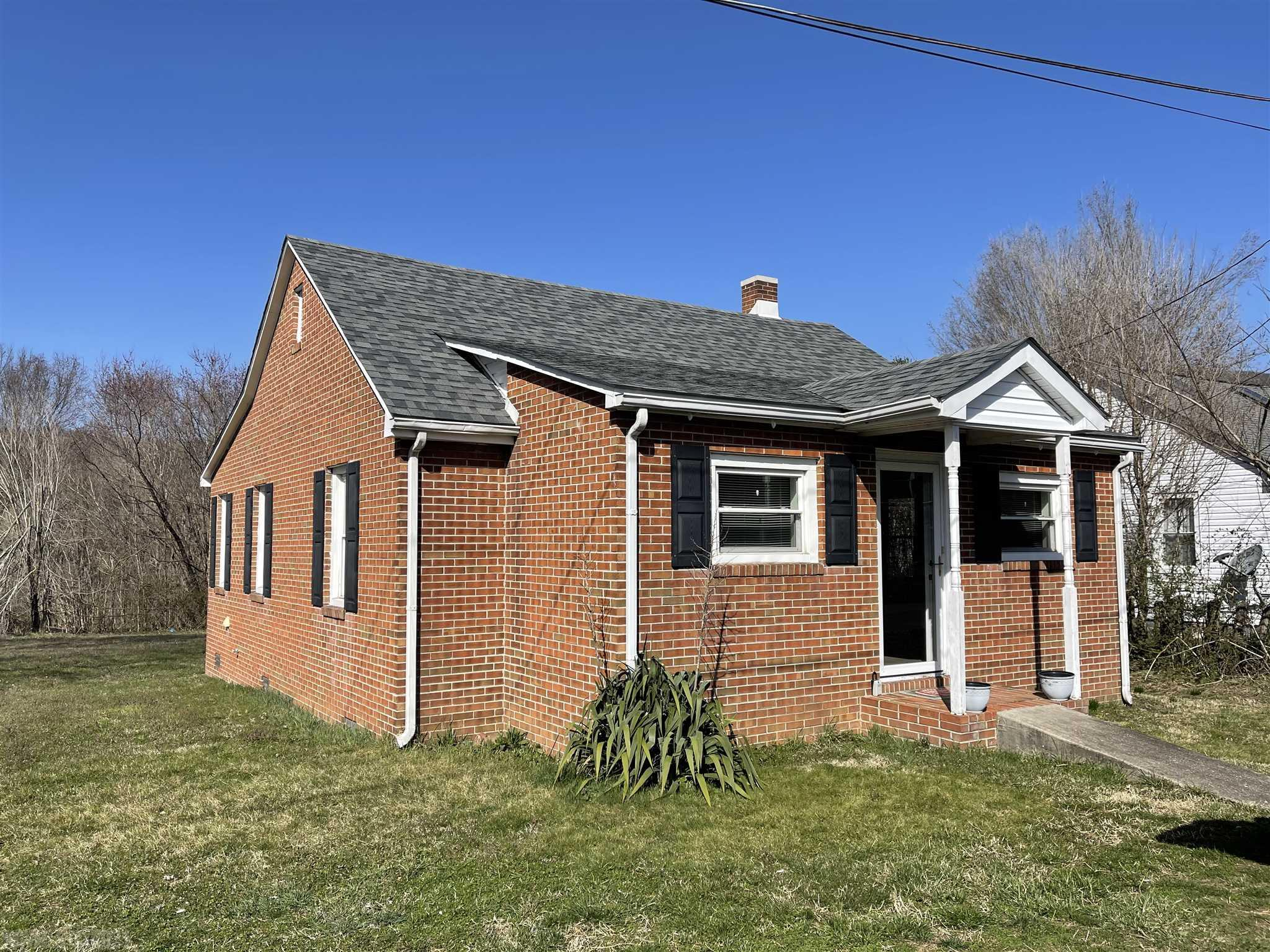 Adorable brick  located in the heart of Narrows. Two nice sized bedrooms. Eat-in kitchen with modern touches, All new flooring, freshly painted, new lighting, nice large level yard. Call today!