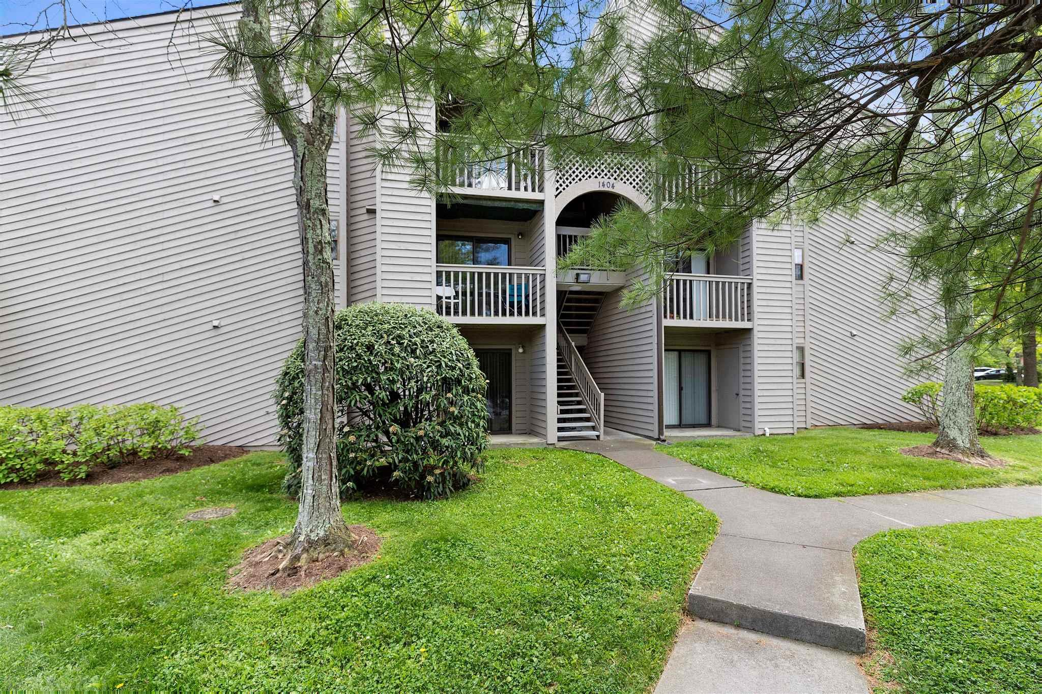 Adorable main floor studio condo with patio facing greenspace. Currently leased until 8/2022. Convenient  to VT Campus, public transportation, shopping, and restaurants. Great investment opportunity or student housing.