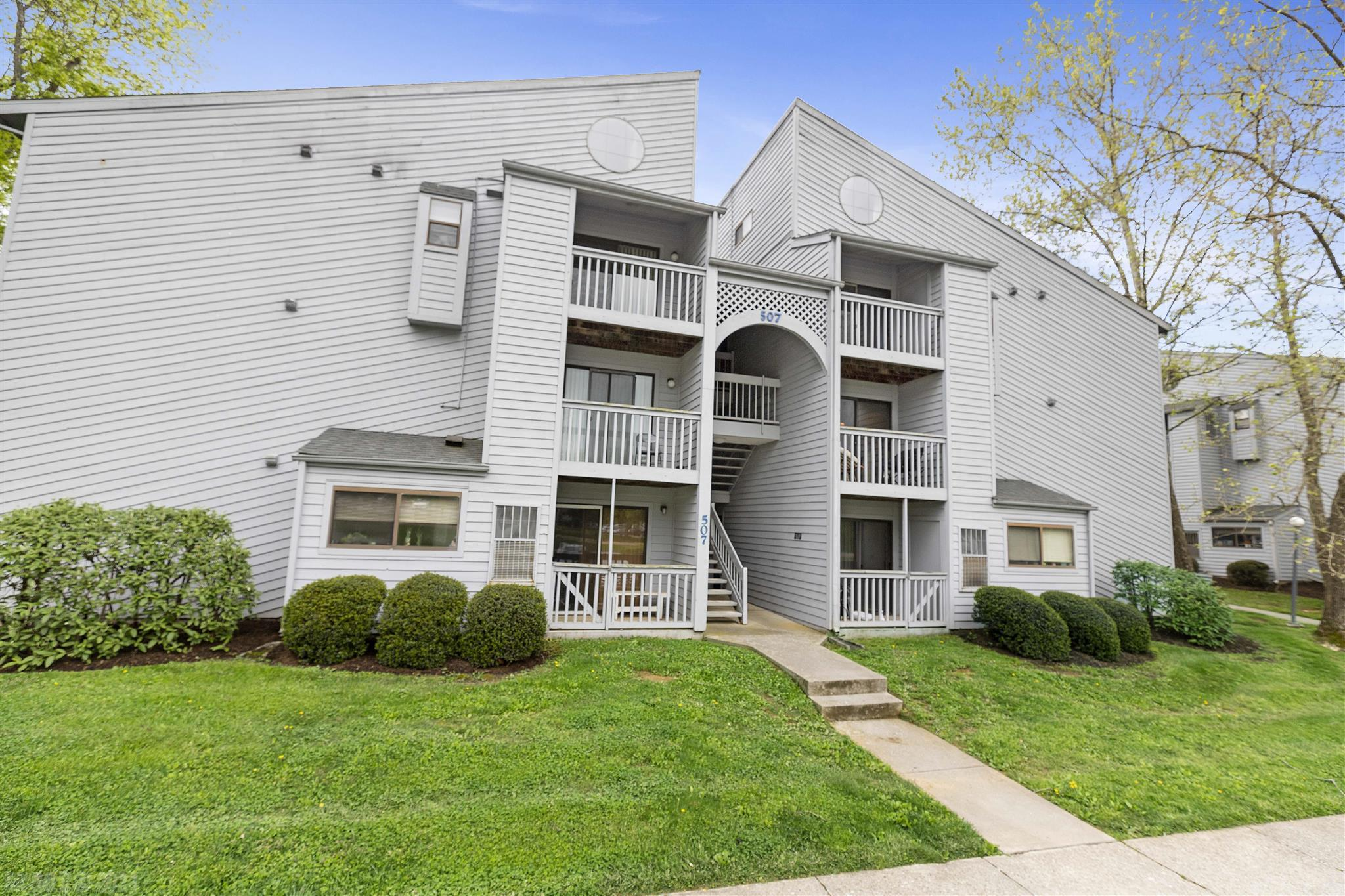 Adorable second floor studio condo with deck facing greens pace. Currently leased until 7/13/2022. Convenient  to VT Campus, public transportation, shopping, and restaurants. Great investment opportunity or student housing.