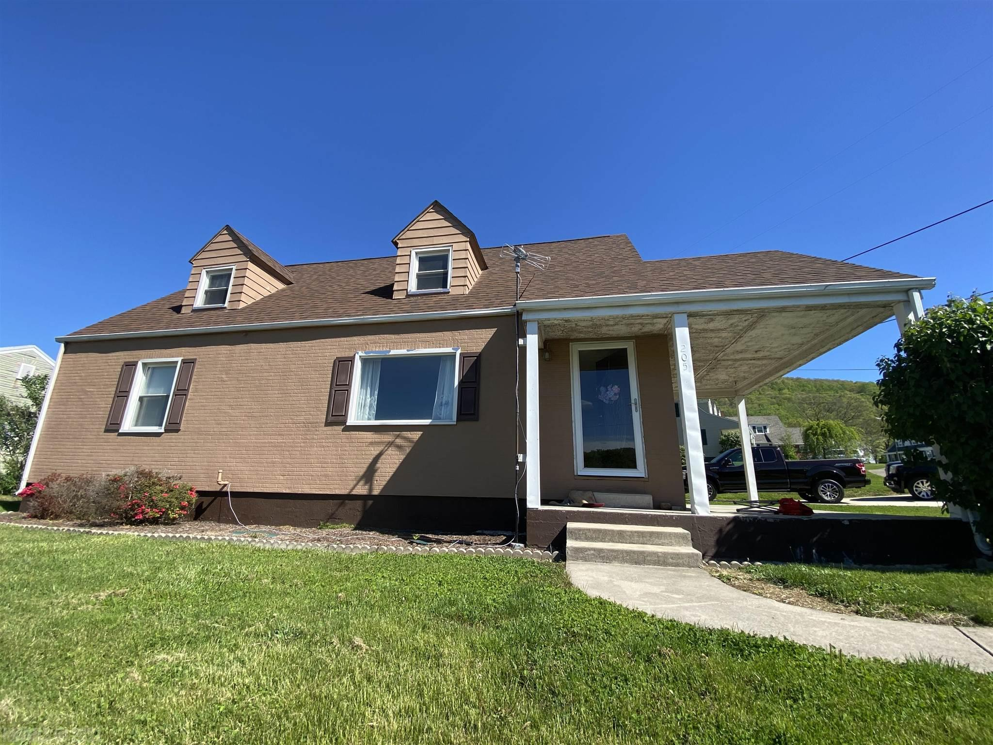 Beautiful 4 bedroom home, move-in ready.  Lovely hardwood floors and a spectacular mountain view from the living room or front patio! Corner lot in desirable Narrows neighborhood. New HVAC, gas furnace and range in 2020. New roof in 2011!  So much charm, this one is a must see!