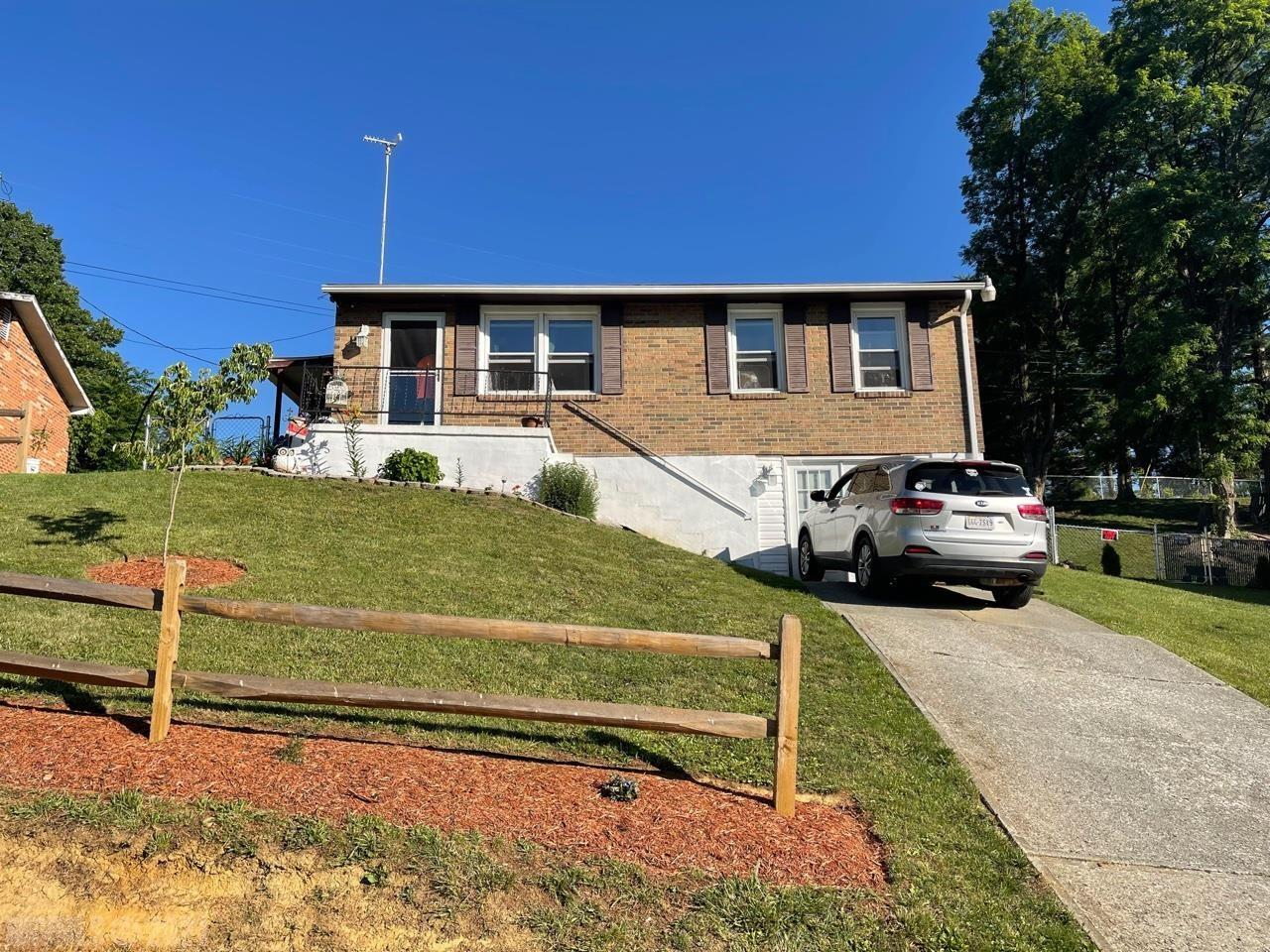 Remodeled Brick Ranch. Updated kitchen counter tops and cabinets. Flex room in the basement could be used as a bedroom or den. Master bedroom is very large and has walk-out access. Fully fenced backyard is ready to go. Laundry area as a nice sized walk-in-closet. Approximately 6 minutes from Pulaski Middle School!