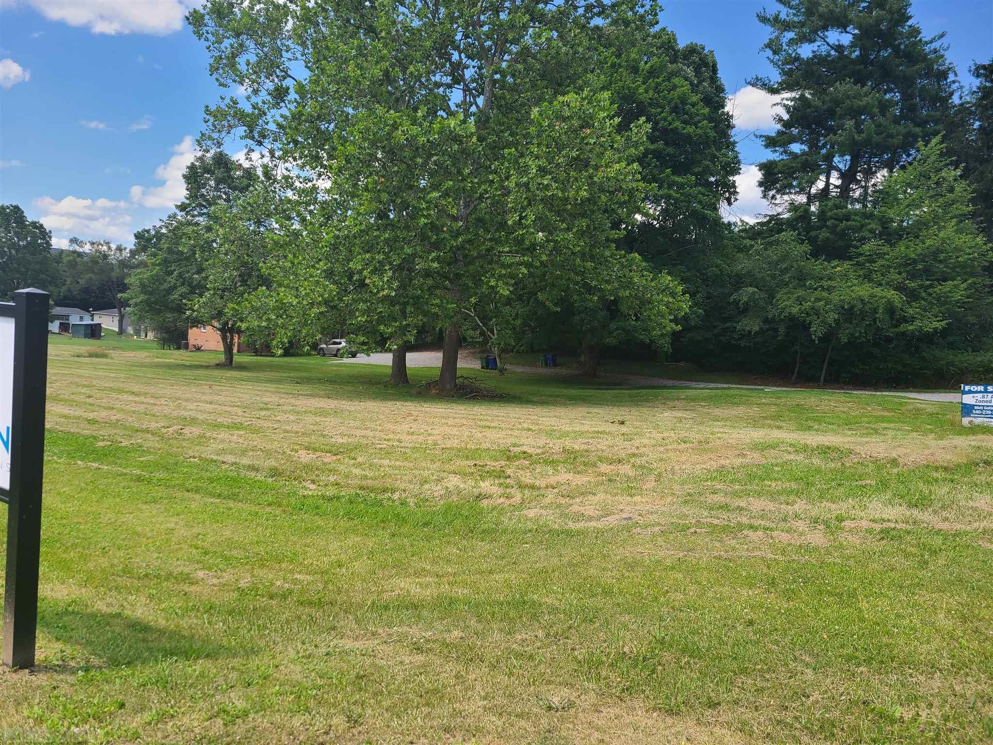 Large level commercial lot.  High traffic count.