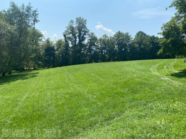 Nice building lot, that is located very close to schools and walking distance to the hospital.  Public water and sewer are available. Great lot to build your dream home.