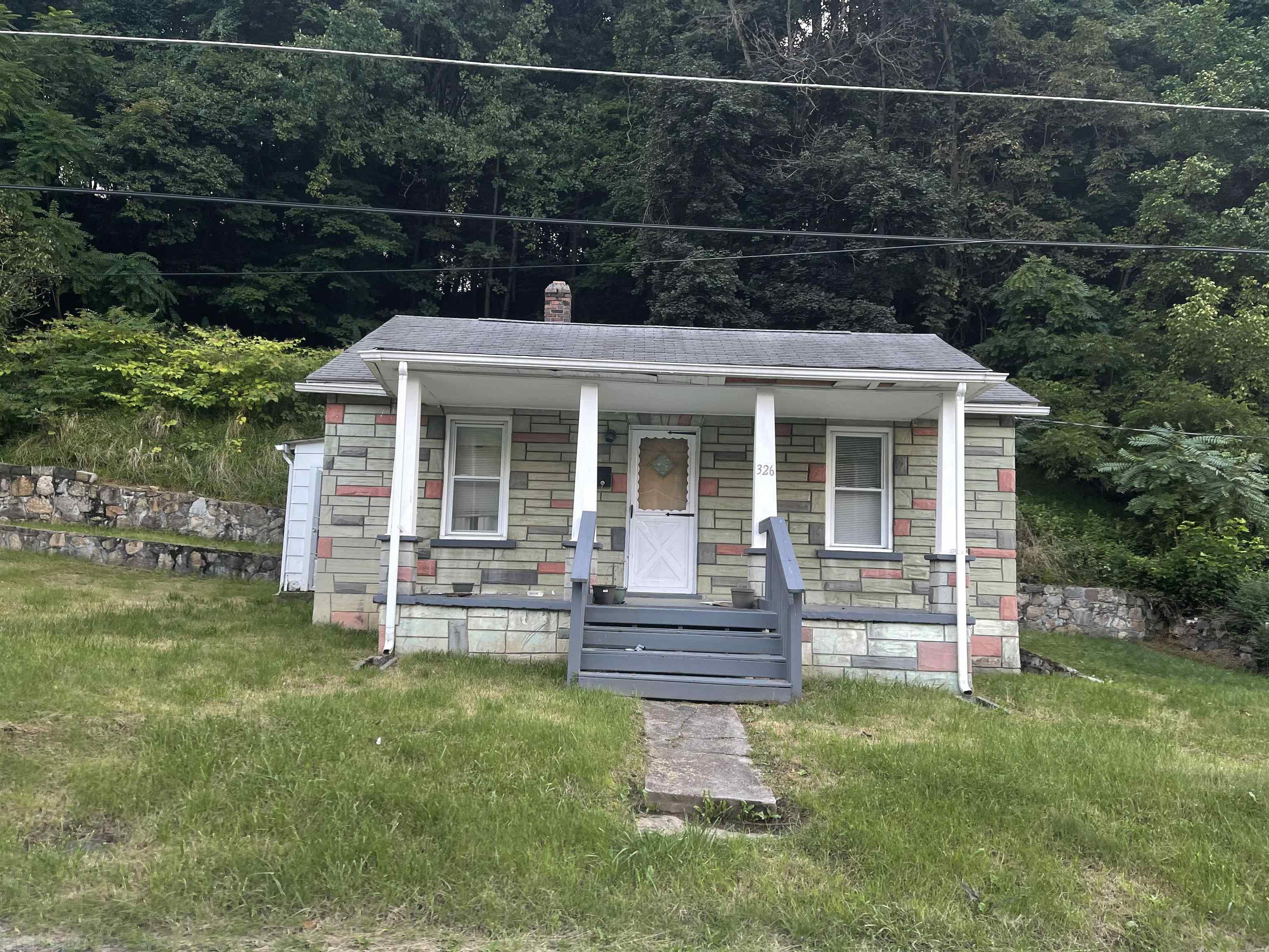 Great little starter home, needs some TLC.