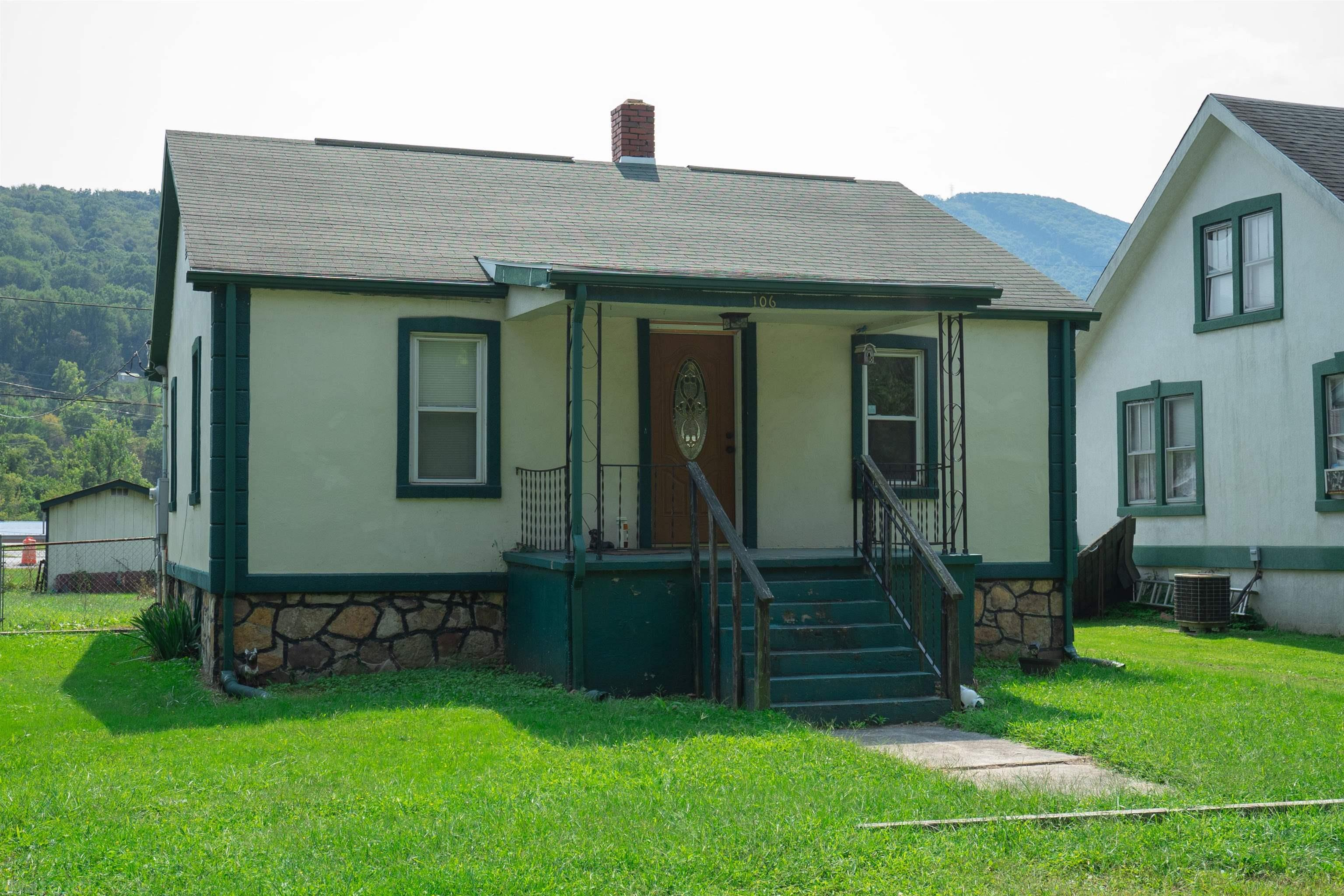 This cottage in the heart of Narrows would be a perfect starter home or great rental income. Do you have some TLC to give? This home is looking for it's next owner to do some TLC. Great location, minutes from the school and recreation. Close to shopping, hospital and 30 minutes from Blacksburg and Princeton. Be sure to give this home a look in todays market at this price we are sure it won't last long.