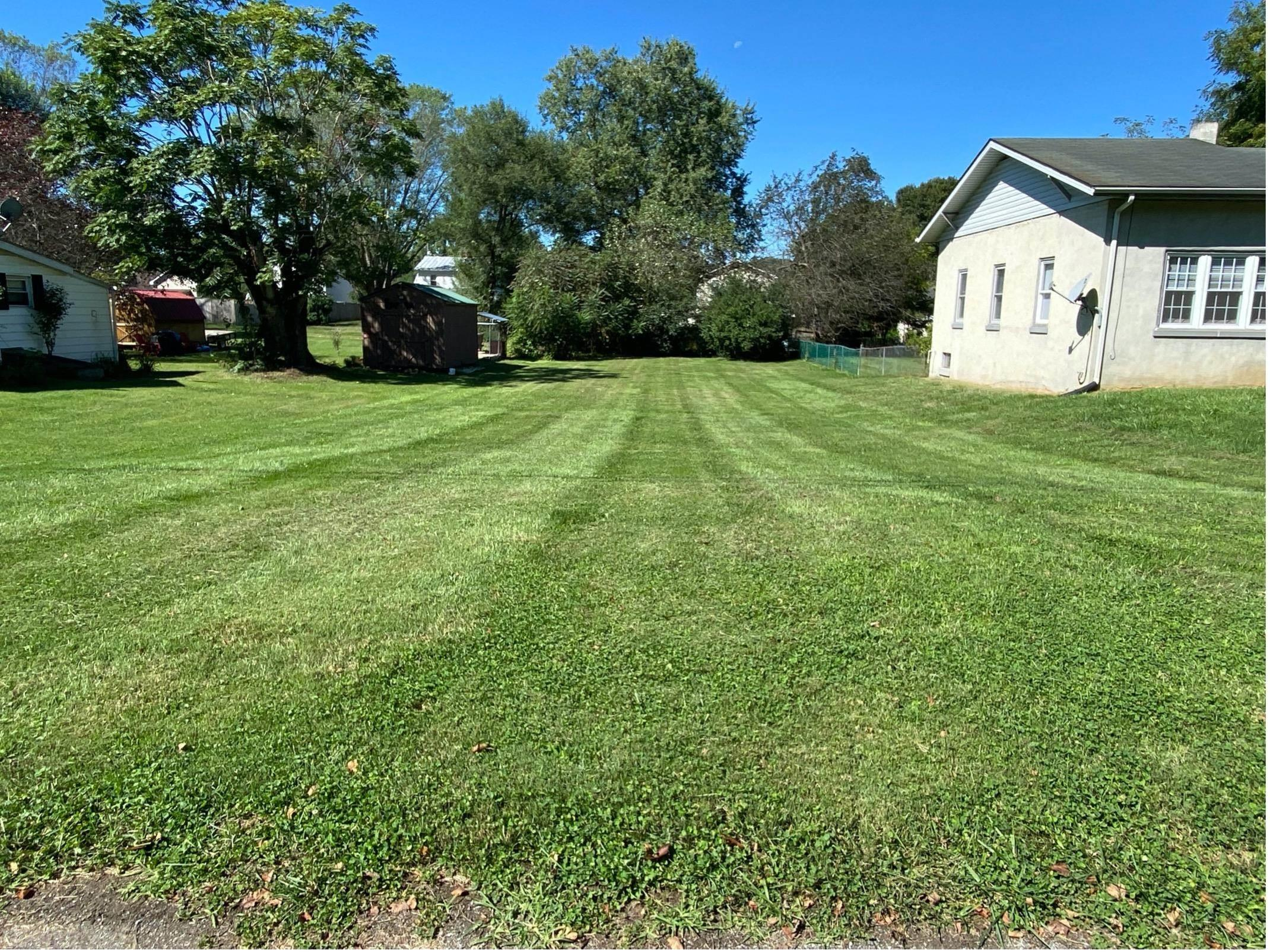 BUILDER NEEDED!! Level lot in town ready for a home.  This lot has public water and sewer and waiting for new construction. Lot size is 50' X 150'