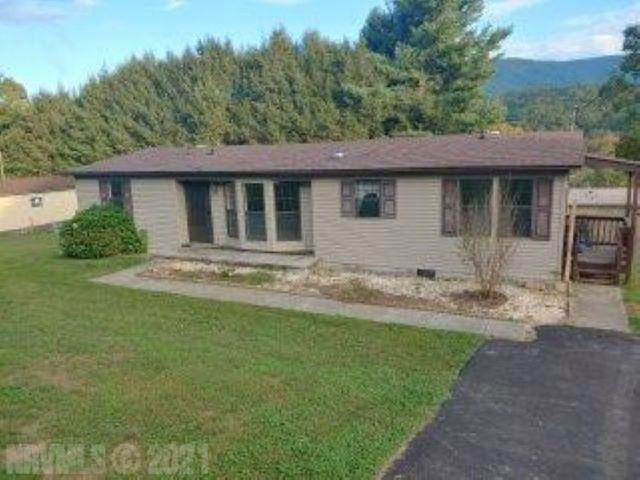 Ready for you and priced right. Lovely home in Narrows Community. Enjoy the spacious living area with large Master with Master Suite, Eat in Kitchen and dining area. The large covered deck is a plus as well as the privacy fence enclosed back yard. You will love the view as well as the close proximity to town.