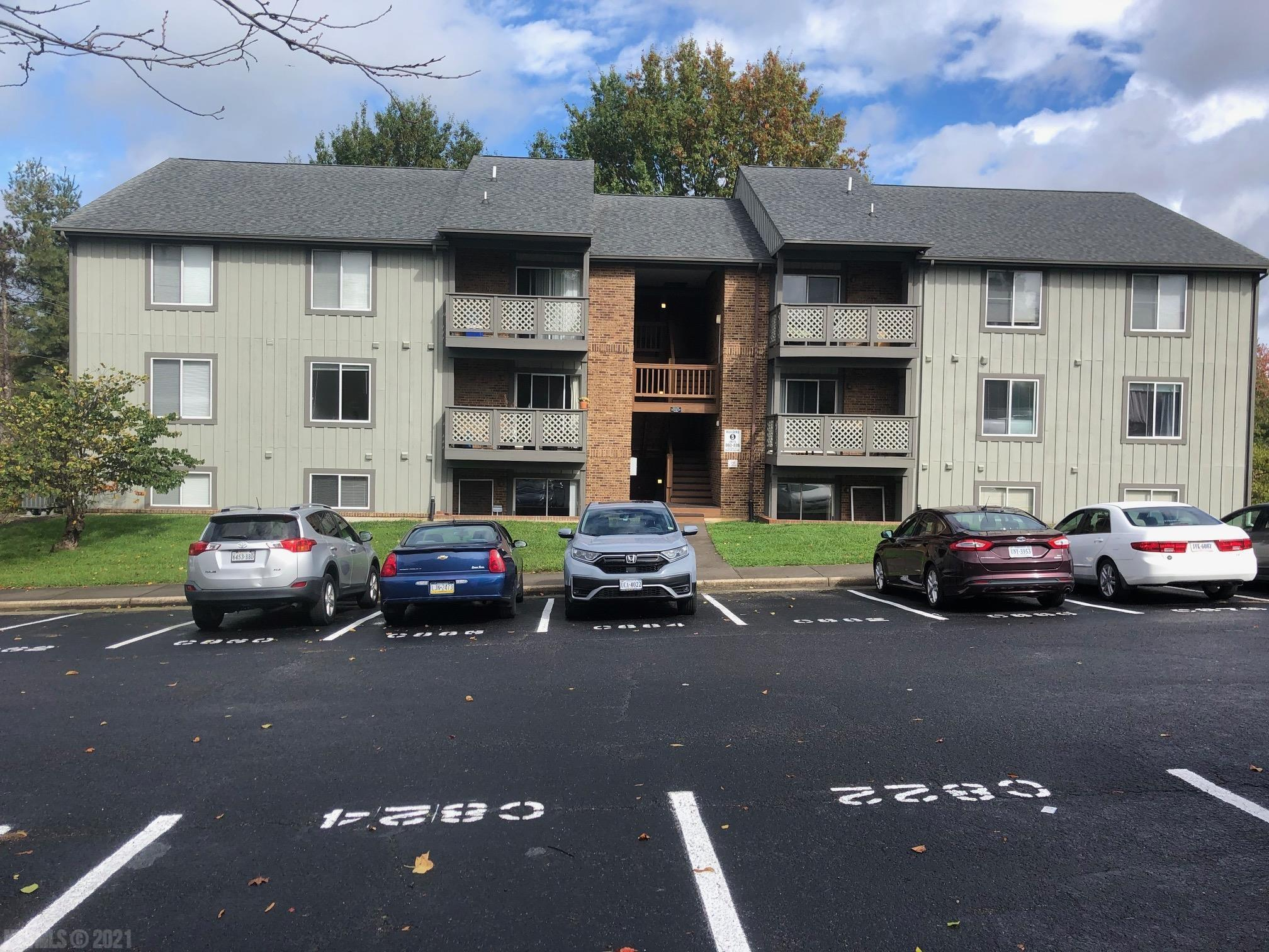 University Place condo just behind Kroger's at University Mall.  Perfect for VT students with restaurants, grocery stores and bus stops nearby. Rented for $1564 per month.
