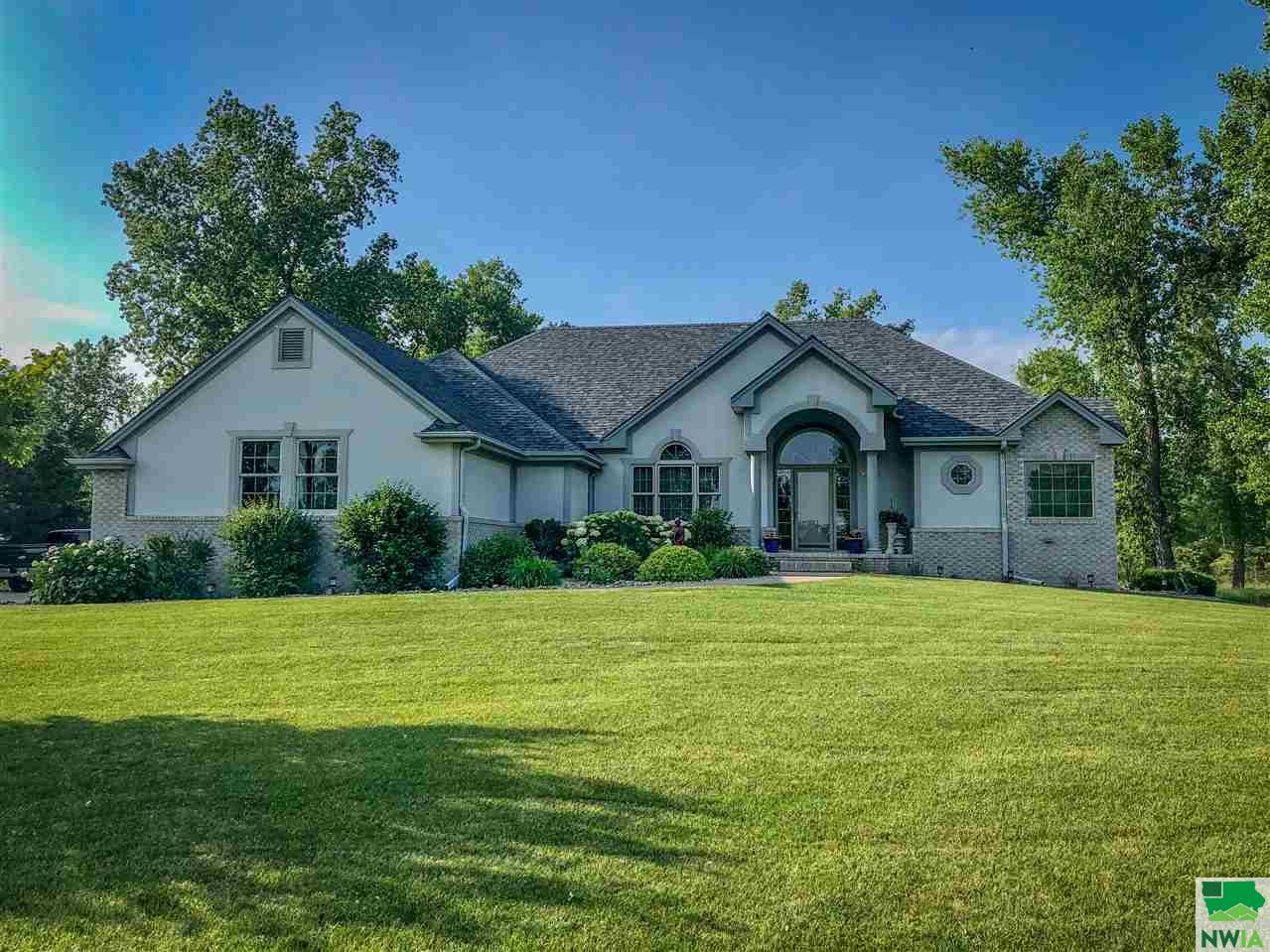 Property for sale at 404 Hiddenwood Hollow, Jefferson,  SD 57038