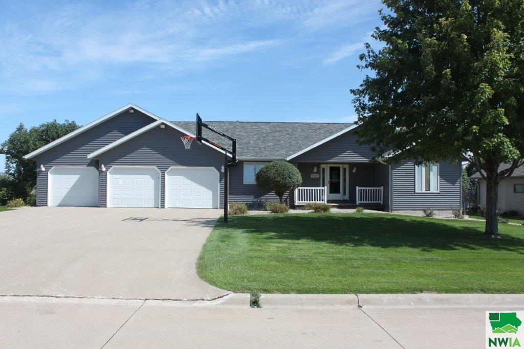 Property for sale at 1484 5th Ave Se, Sioux Center,  Iowa 51250
