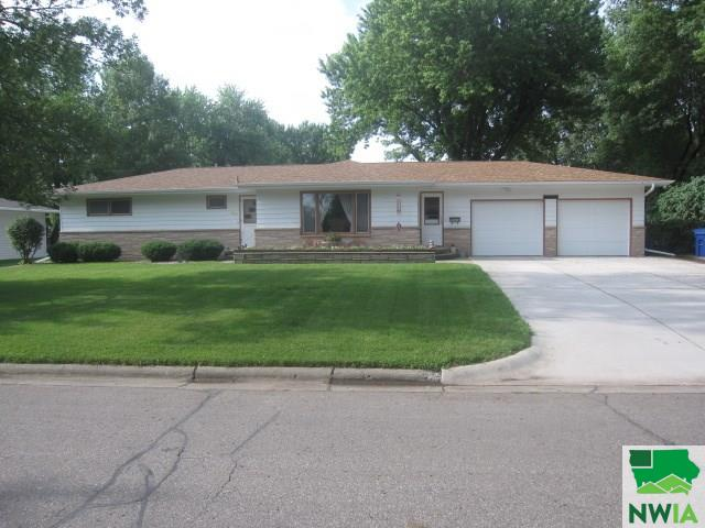 Property for sale at 163 8th Street Ne, Sioux Center,  IA 51250