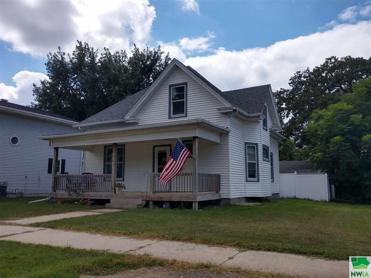 Property for sale at 515 4th Ave Sw, Lemars,  IA 51031