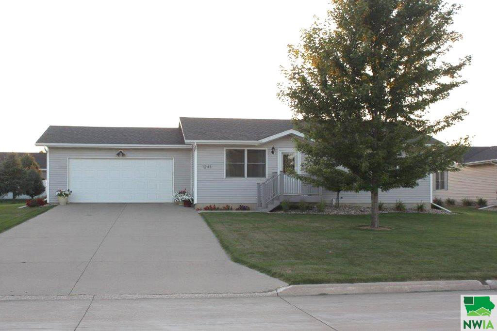 Property for sale at 1241 10th Ave Circle Ne, Sioux Center,  IA 51250