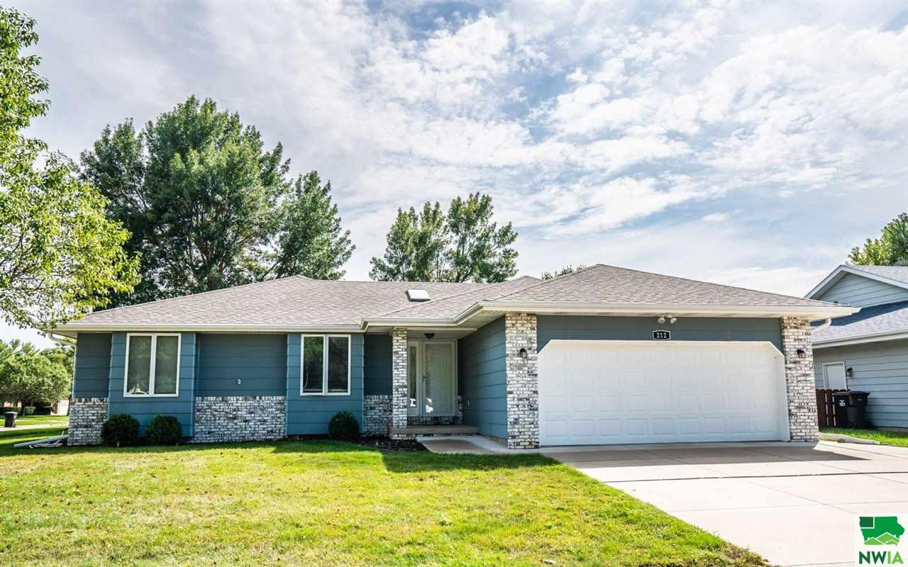 Property for sale at 212 Prairie Lane, Sergeant Bluff,  IA 51054