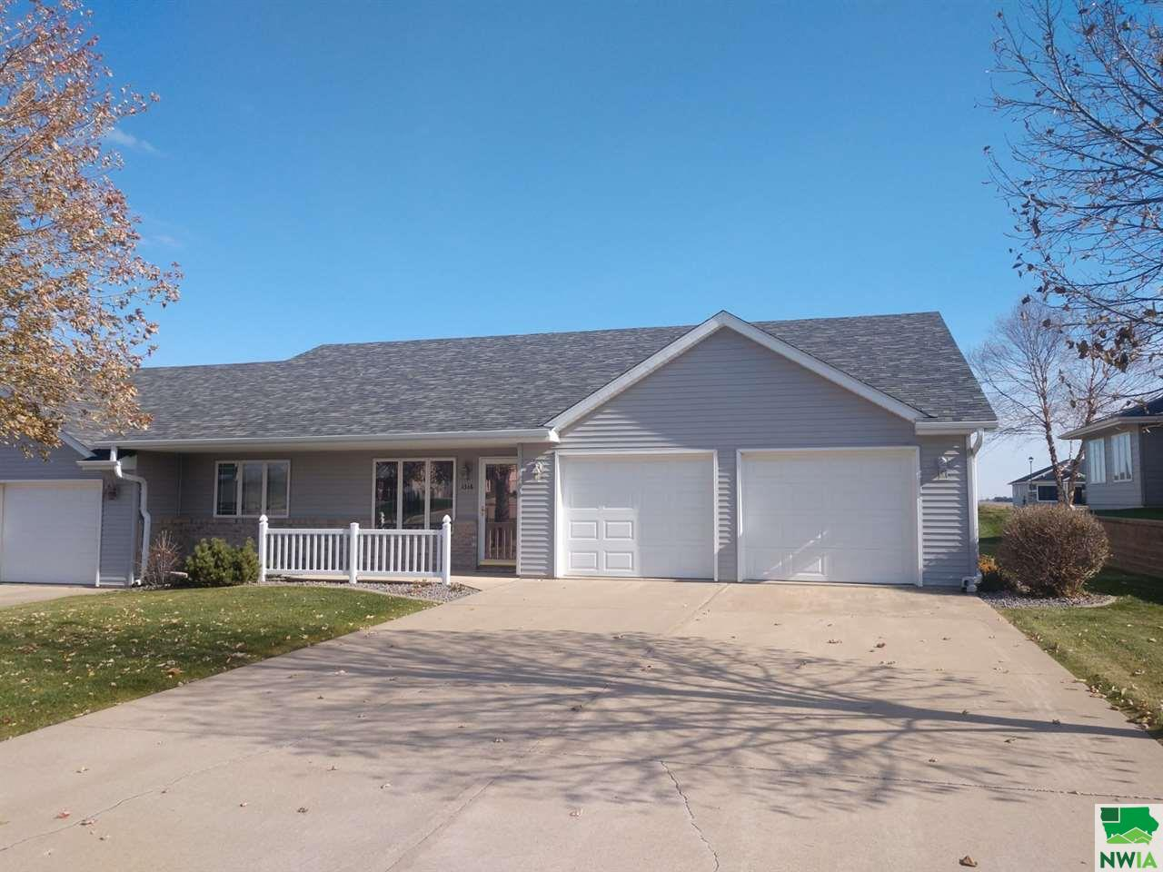 Property for sale at 1316 7th Ave Se, Sioux Center,  Iowa 51250