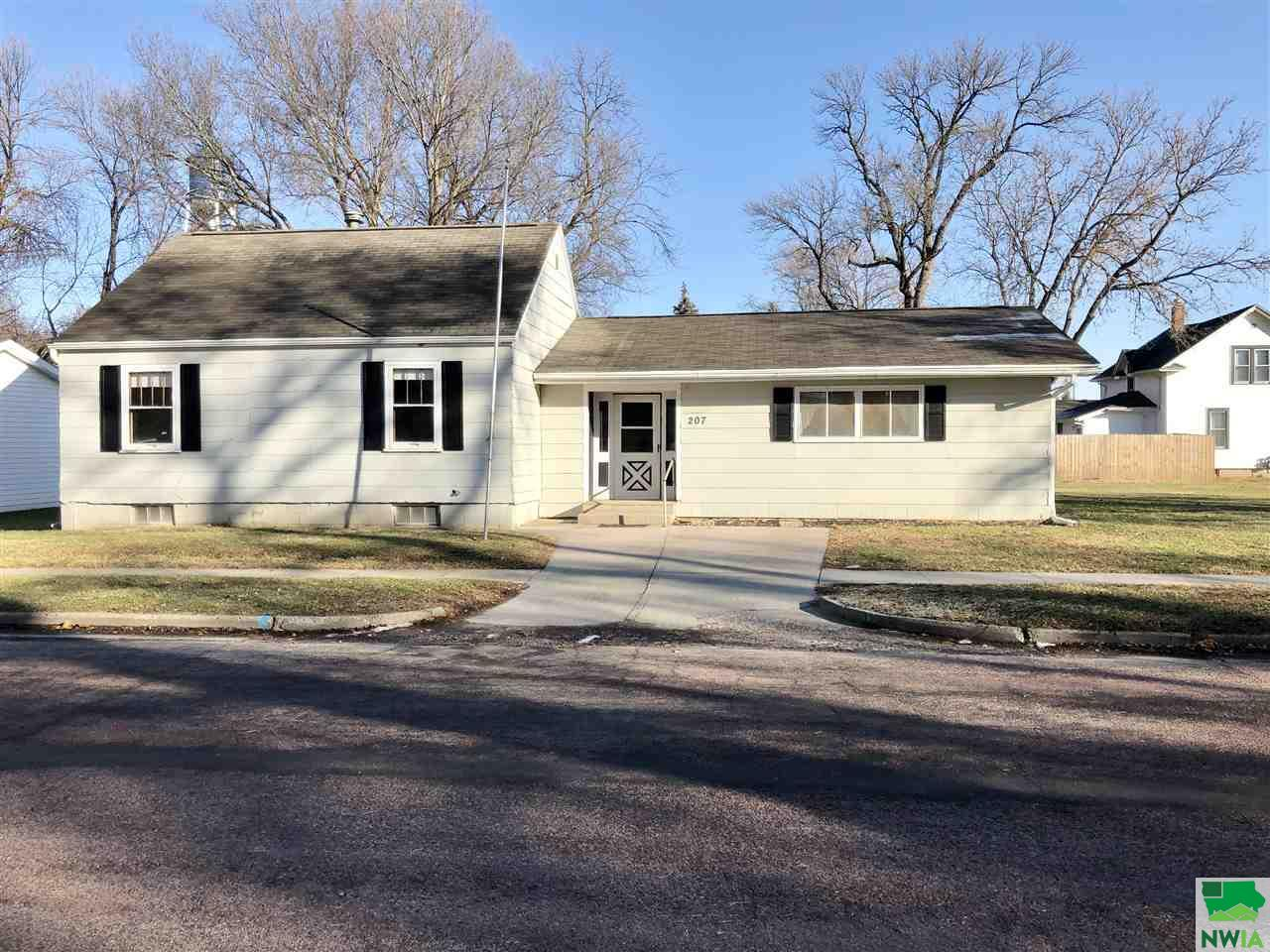 Property for sale at 207 W Clay Street, Elk Point,  South Dakota 57025