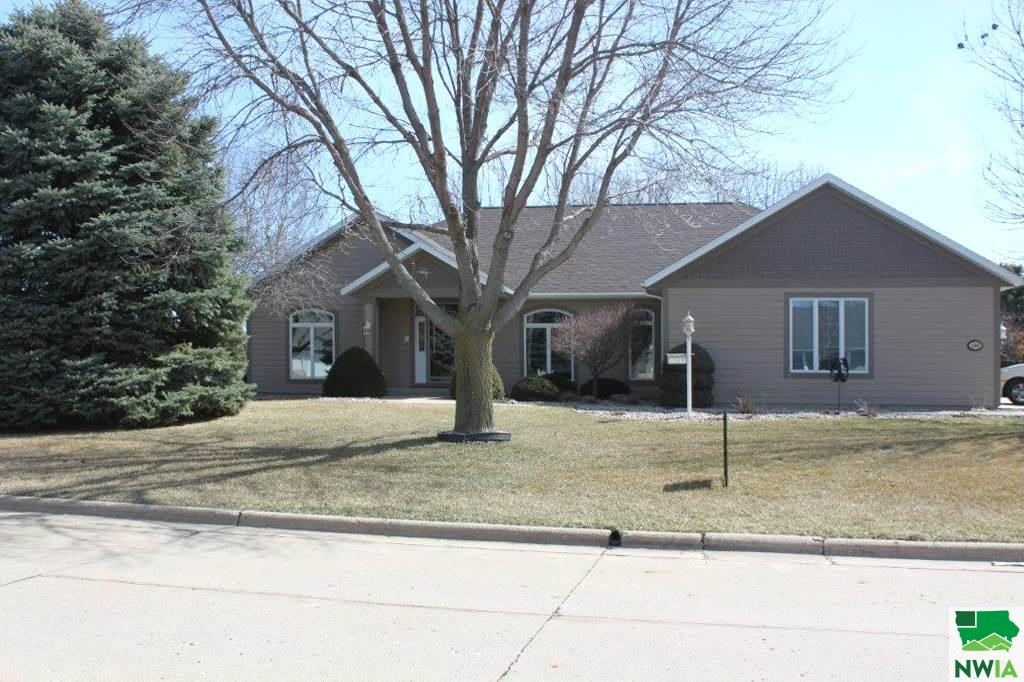 Property for sale at 1362 4th Ave Se, Sioux Center,  Iowa 51250