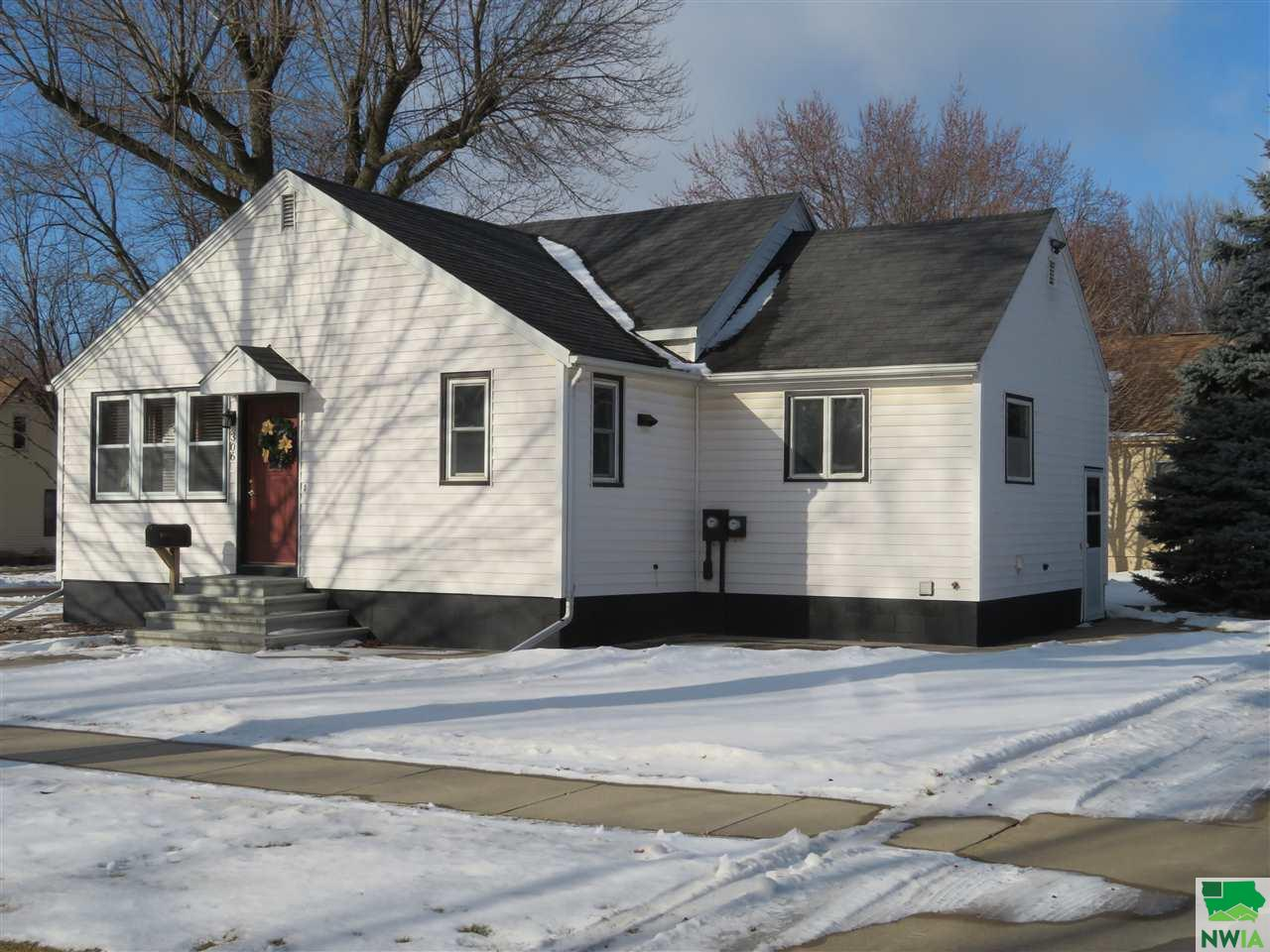 Property for sale at 306 5th Street Ne, Sioux Center,  Iowa 51250