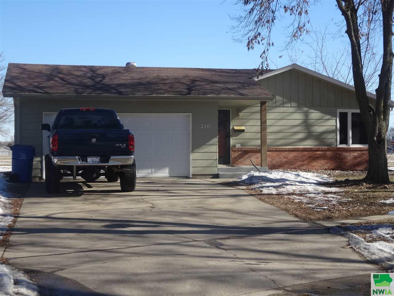Property for sale at 220 Catalina, Vermillion,  South Dakota 57069